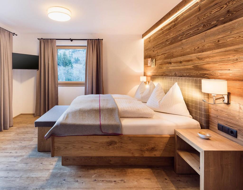 Ferienwohnung stoanmandl - Neustift im Stubaital - Doppelbett im Schlafzimmer